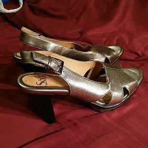 Sofft gold leather heels NWOT